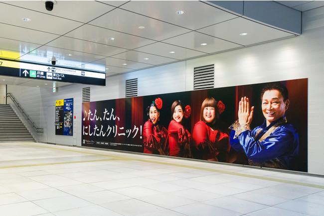 渋谷駅東口地下広場壁面シート2.