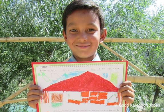昨年の受賞作品は、ネパールのサディップくんへ届けられました