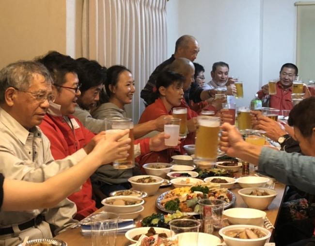山形名物の芋煮会で農業体験者と交流