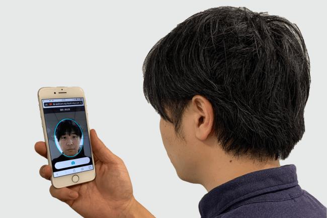 LIQUID eKYCでオンライン本人確認を行うイークラウド代表・波多江