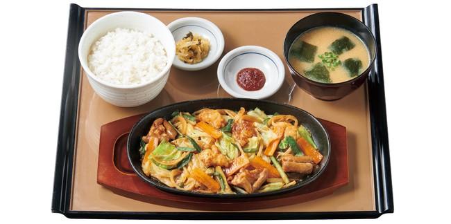 牛ホルモン味噌炒め定食 860円(税込)