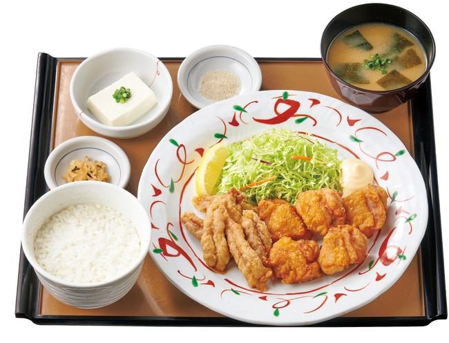 特・せせりと鶏もものから揚げ定食[せせり6個・鶏もも5個] 960円(税込)