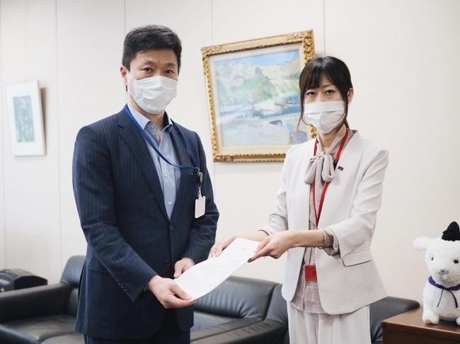 総 務 省 自治行政局 高原 剛局長に要望書を提出