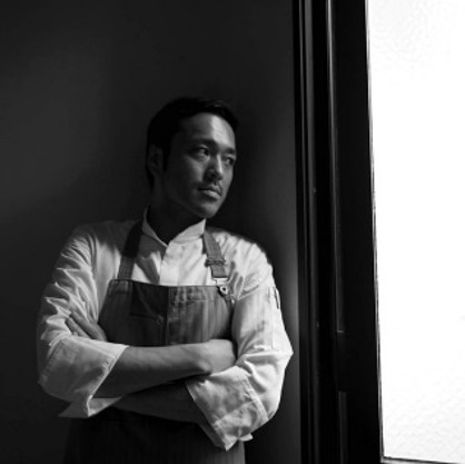 水野 健児 KenjiMizuno :1日1組限定のフレンチレストランPinoxのProducer Chef。地域の食材を研究して料理を開発、コース料理を構築して定期的に発表する革新的スタイルのレストランを運営。