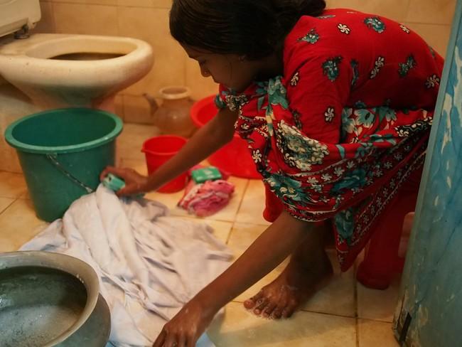 ▲バングラデシュで児童労働に従事する少女