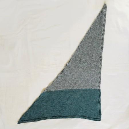 手触り柔らかなラムウールを使って、三角形のミニストール作り