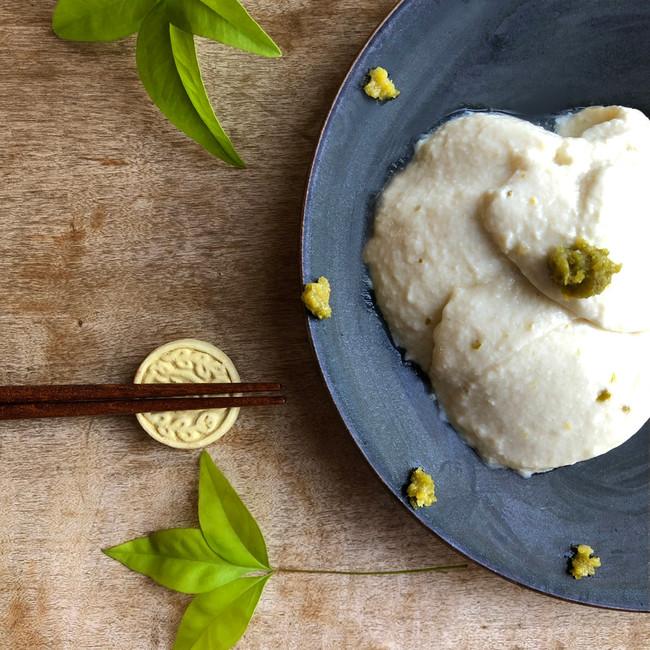 ひと口食べると、ピリリと香る柚子胡椒