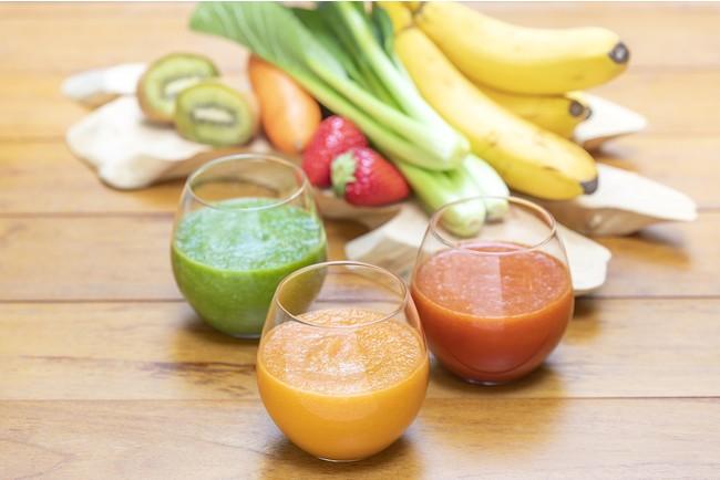野菜やナッツ、フルーツを中心としたスムージー