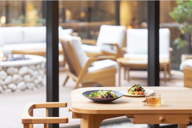 中庭の緑を望めるレストラン「Hyssop」