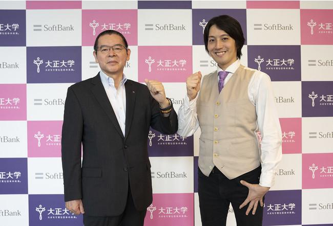 高橋秀裕学長(左)と窪田望招聘教授 (右)