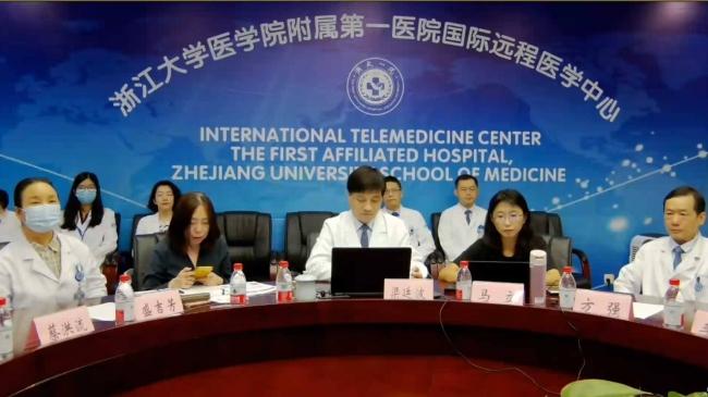 浙江大学医学院附属第一病院梁教授率いる医療チーム