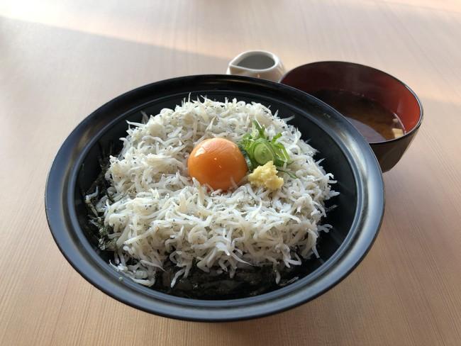 釜揚げしらす丼(880円)