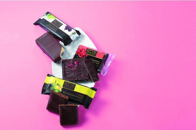 写真上から「トロッケンべーレ」、「ダークチョコレート ローズブロッサム」「ヴェルトリナー」