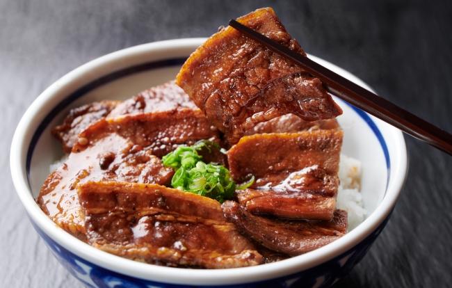 子供も大人も初めての方はまずここから!浜松とんとん庵の一番商品!厚切り厳選豚バラを秘伝ダレに絡め炭火で二度焼きした豚丼♪