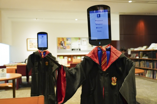 BBT大学では独自の創意工夫でアバターロボットに「ハリー・ポッター」の衣装を着用させた(ハリポタ型アバター)