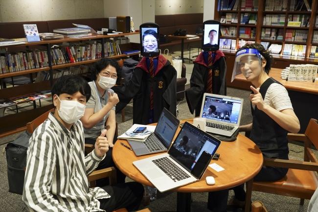 リアルで参加した「生身の学生」とアバターで参加した「分身学生」によるグループディスカッション