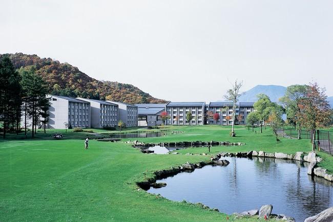 練習ホールはホテル客室から見える9番ホール