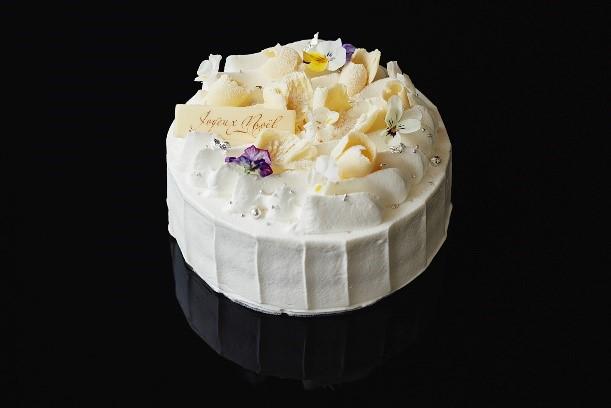 「Monde d'Argent(モンド ダルジャン)¥7,020(税込)」 銀世界をイメージした、純白な苺ショートケーキ。京都産の苺を使用し、生クリームは「クレーム・ソワニエ」を使用。