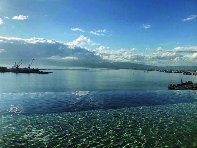 西側露天風呂からの函館湾の景色