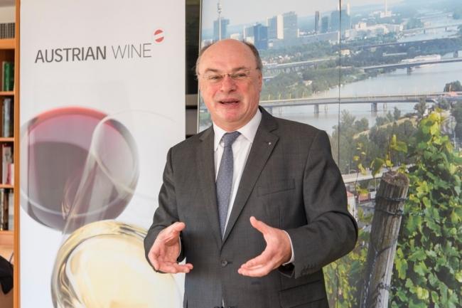 オーストリアワインの魅力を語る インゴ・ローシュミット商務参事官