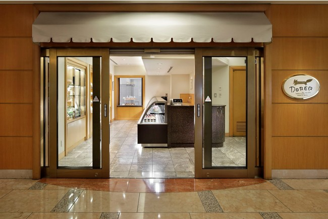 ホテル地下1階にあるペストリーショップ「ドーレ」