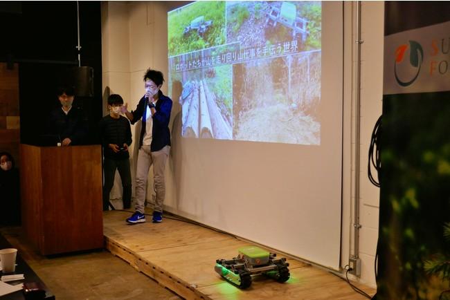 デモデイにて、プロトタイプを持ち込みピッチを行う参加者