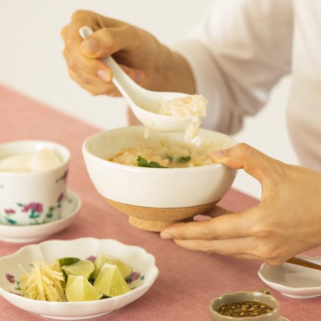 粉引飯碗 赤茶 2,592円(税込)