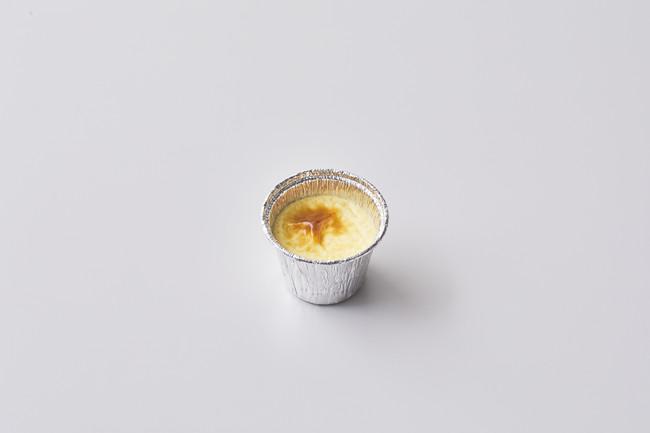 焼きプリン 低温殺菌牛乳、セイアグリー健康卵にクリームチーズを配合した濃厚な味わいのプリン。蒸し焼きにすることでもっちりとなめらかな食感。