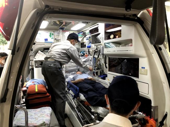 救急車への搬入