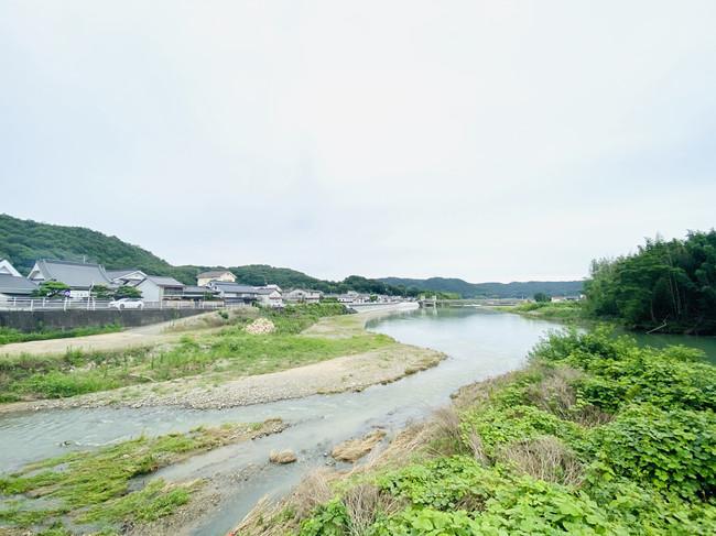 「デニムの聖地」岡山県井原市を流れる小田川