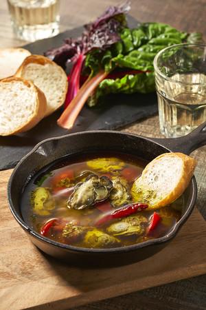 ひがた美人牡蠣のアヒージョ 調理例