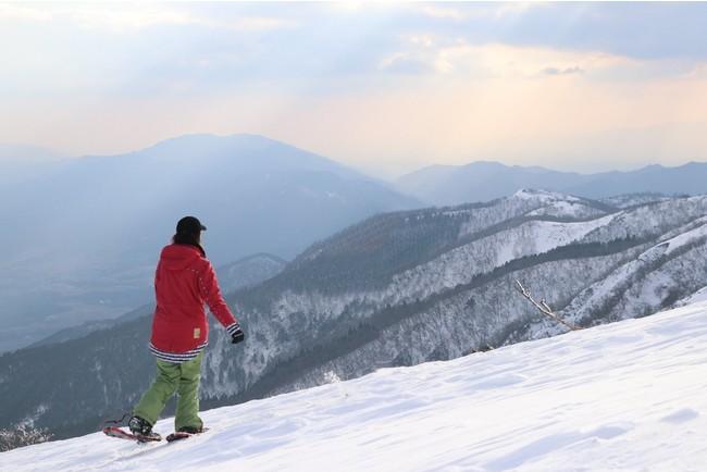 比良山系冬のトレッキング風景