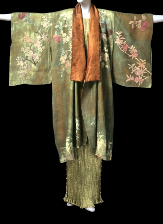「デルフォス」ドレス1920年頃、「キモノ」ジャケット1925年頃、マリアノ・フォルチュニィ