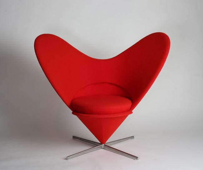ヴェアナ・パントン「椅子(ハートコーンチェア)」1958年