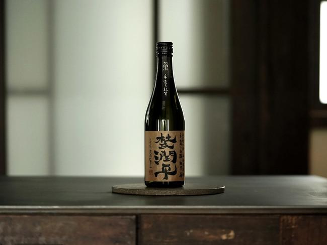 宮崎県日南市飫肥の焼酎蔵「 小玉醸造合同会社」のプレミアム芋焼酎と、水割り・お湯割・ロックセットをご用意しております。