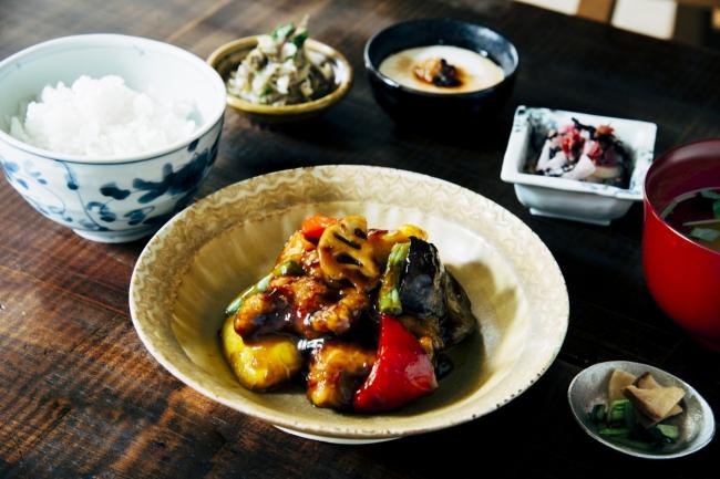 鶏と野菜の黒酢あん御膳 ¥1,500(税抜)
