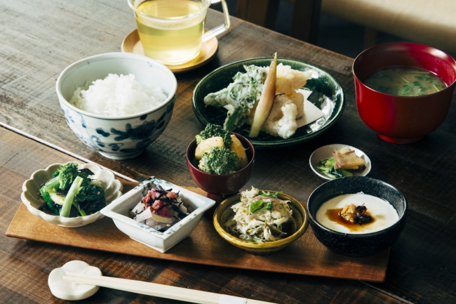 季節の小鉢膳 ¥2,200(税抜)