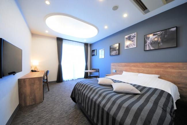 木目&モノトーンを基調とした客室は全部屋21平米以上。バス・トイレが独立していてゆっくりと滞在することができる。
