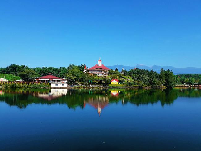 朝は湖面反射する景観を楽しむ