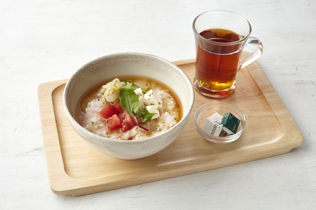 茶粥 お豆腐とトマト、ダージリンティー※モーニング 649円(税別)