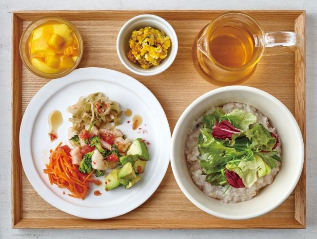 茶粥 えび塩トマト、ジャスミンティー※テーブルセット1,010円(税別)