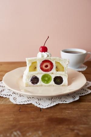 バースデーフルーツサンドケーキ
