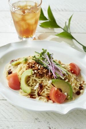 アボカドと夏野菜の冷製担々パスタ