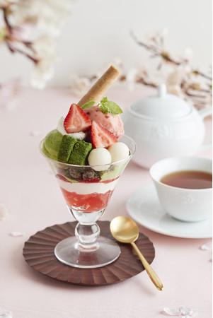 抹茶と苺のパフェ