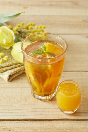 フレッシュオレンジとパッションフルーツのアイスティー