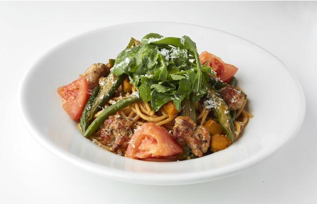 パスタ サルシッチャとルッコラ、いろいろ野菜のソイソース