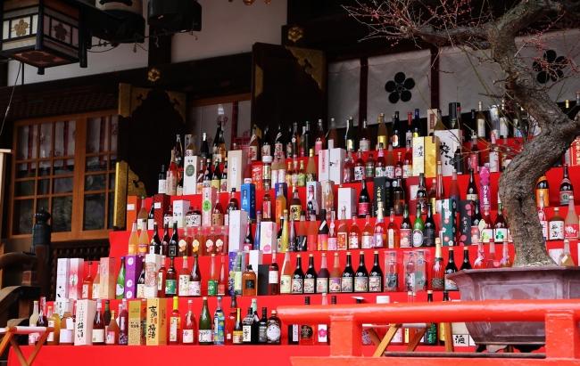 全国の酒蔵が丹精込めて作った梅酒が大阪天満宮様の倉庫で眠っています
