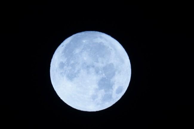 2~3年に1度の満月「ブルームーン」