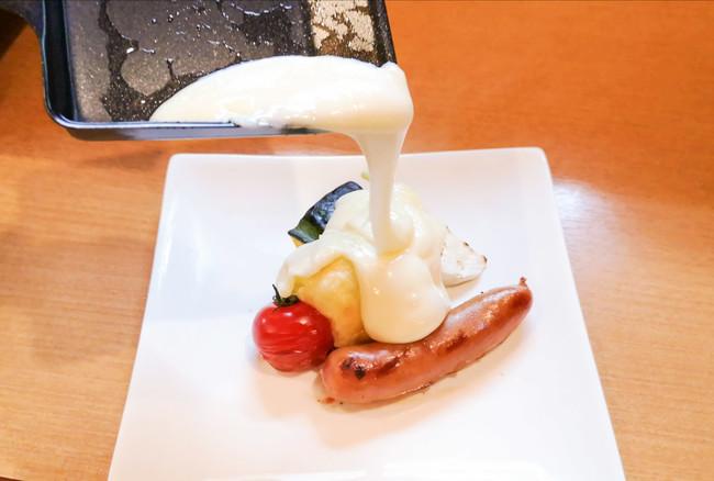 焼いた食材に溶かしたチーズをかけてお楽しみください。