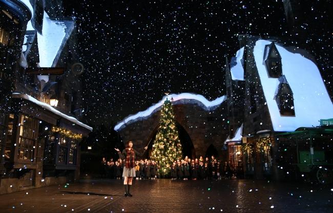 広瀬すずさんが魔法界のクリスマスオープニング・セレモニーに登場!